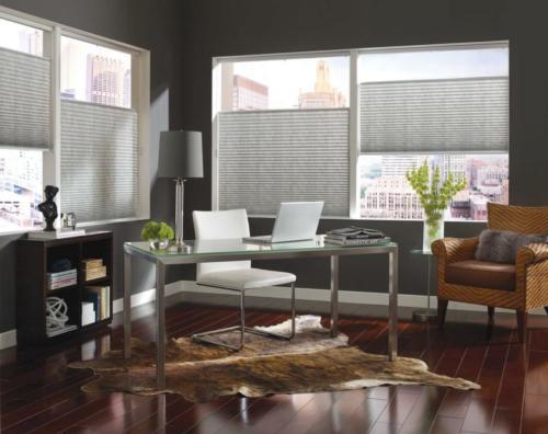Plisy pionowe na okienne w pokoju gościnnym